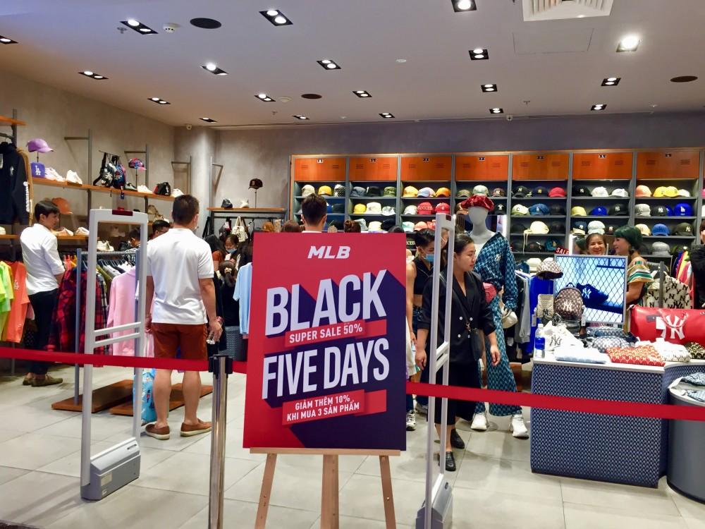 Cửa hàng đua nhau khuyến mãi dịp Black Friday 2020 nhưng sức mua giảm mạnh