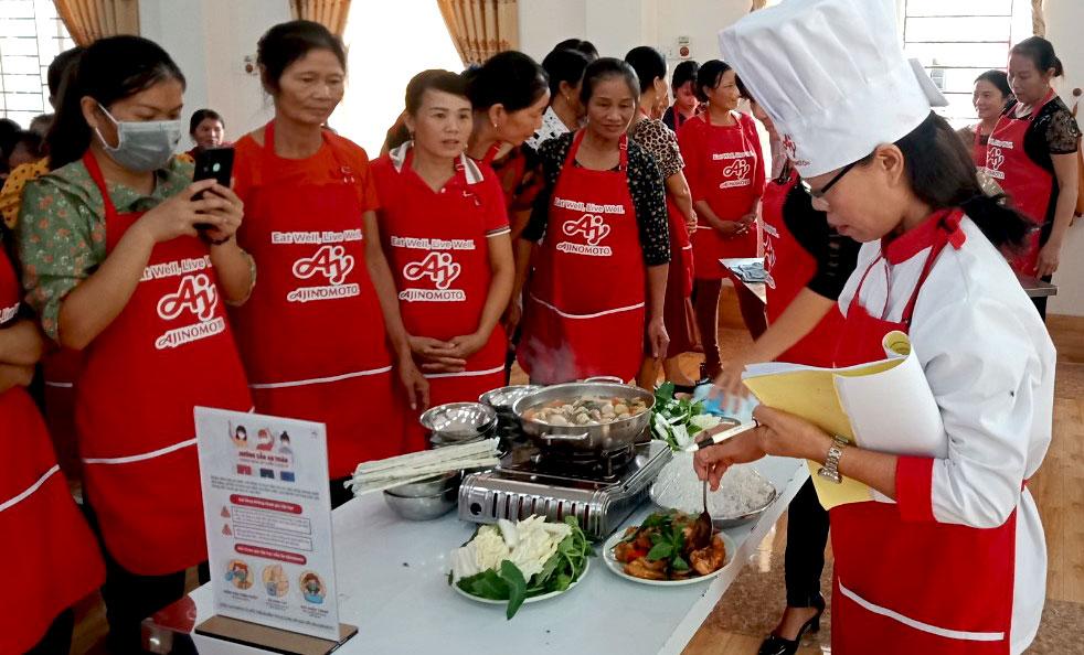 Cùng phụ nữ Việt chăm sóc bữa cơm gia đình
