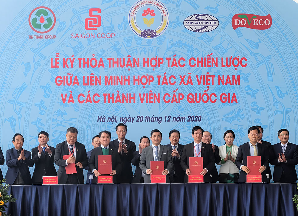 Saigon Co.op ký kết hợp tác Liên minh HTX Việt Nam nghiên cứu đề xuất chính sách, phương án thúc đẩy mô hình HTX phát triển