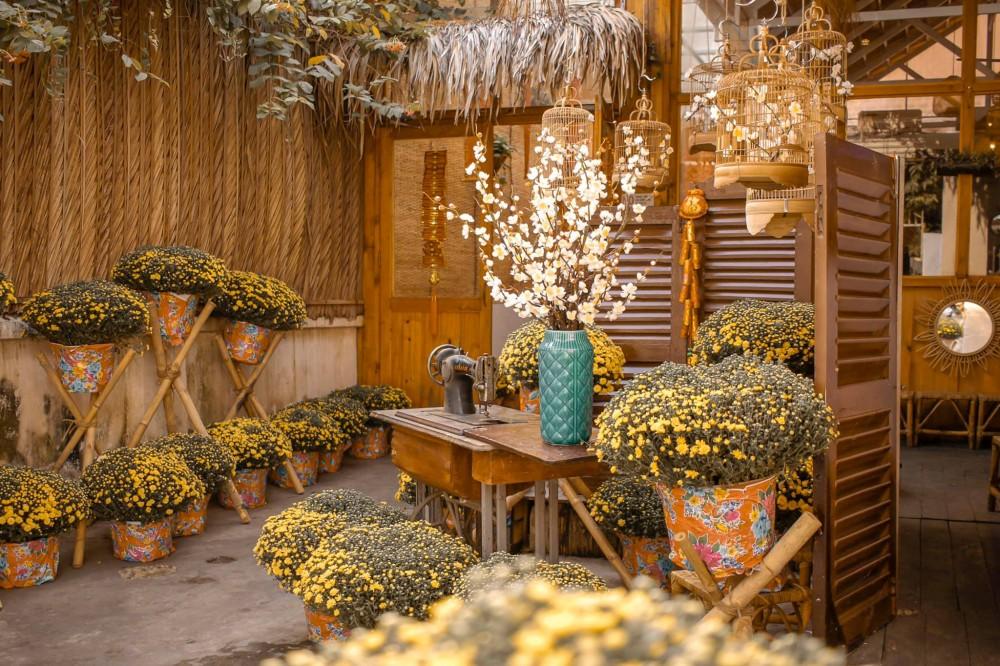 Ngập tràn sắc xuân và rộn ràng không khí Tết tại các quán cà phê ở Sài Gòn
