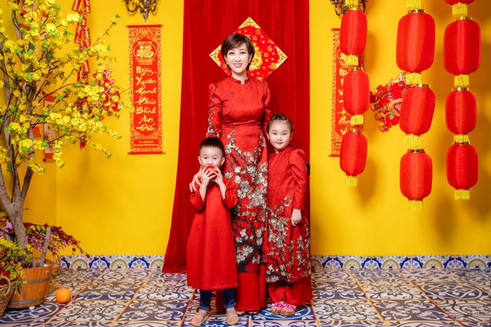 Lều Phương Anh hạnh phúc cùng hai con du Xuân