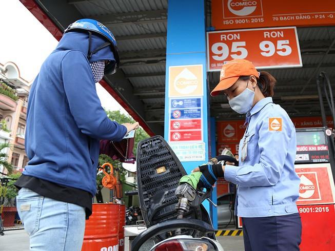 Giá xăng tăng mạnh từ 15 giờ ngày 25.2