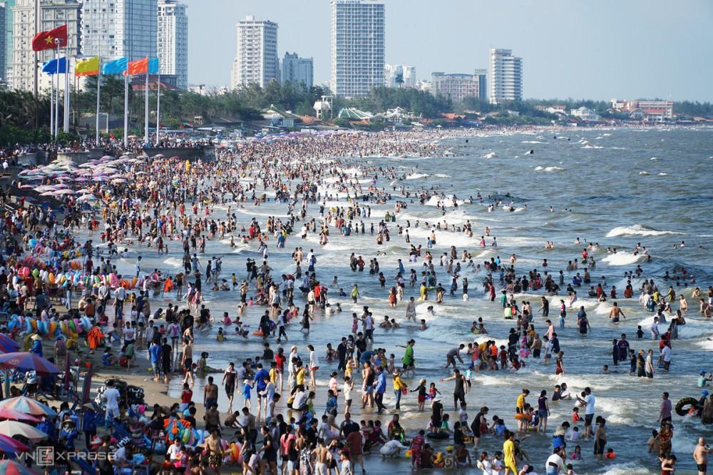 Hơn 70 ngàn lượt khách đến Vũng Tàu trong ngày 30.4