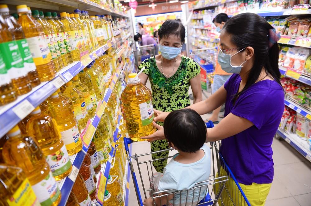 Giá cả thị trường tăng, siêu thị Co.opmart phối hợp nhà cung cấp giảm giá ngay 10.000 sản phẩm nhu yếu để chia sẻ áp lực chi tiêu với người tiêu dùng
