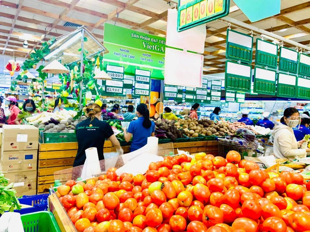 Saigon Co.op: Hàng hóa rất nhiều và cần sự bình tĩnh phối hợp của khách hàng để ai cũng mua được thực phẩm