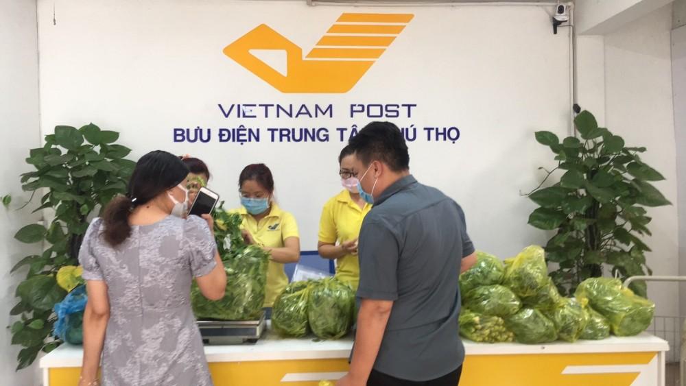 Đến bưu điện mua rau củ quả và hàng thiết yếu