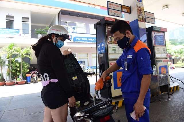 Giá xăng tăng hơn 250 đồng/lít từ 5 giờ ngày 10.9