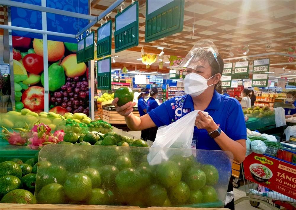 Saigon Co.op tiếp tục giảm giá hàng hóa, giải cứu nông sản và tặng vật phẩm y tế cho tuyến đầu